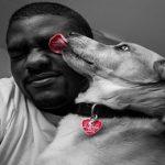 Pourquoi les chiens nous lèchent-ils ? Comprendre ce comportement